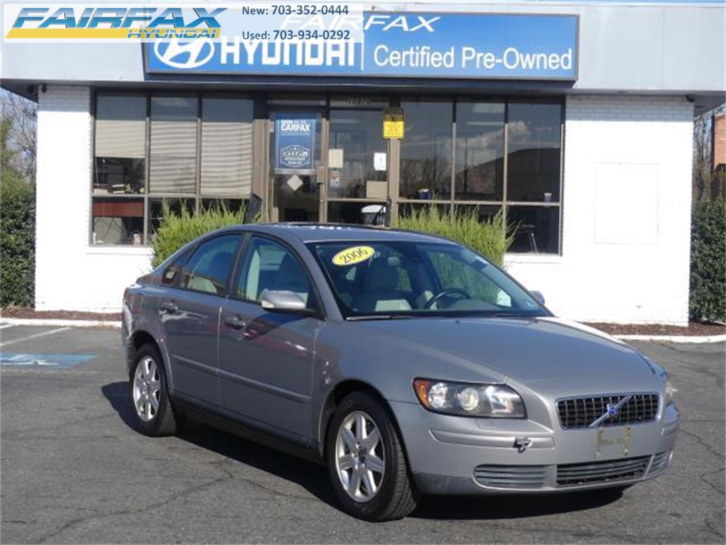 Pre-Owned 2006 Volvo S40 2.4i FWD 4D Sedan